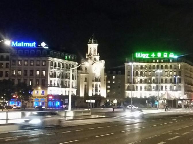 Un collectif compte éteindre les panneaux publicitaires de Lyon