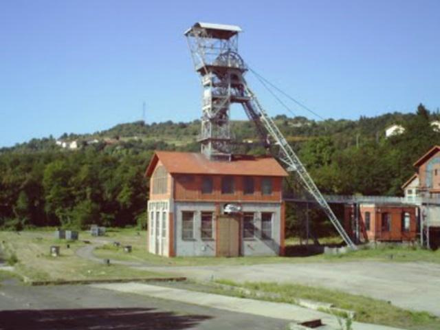 Garde d'enfants : une mère lyonnaise perchée sur un puits de mine dans la Loire