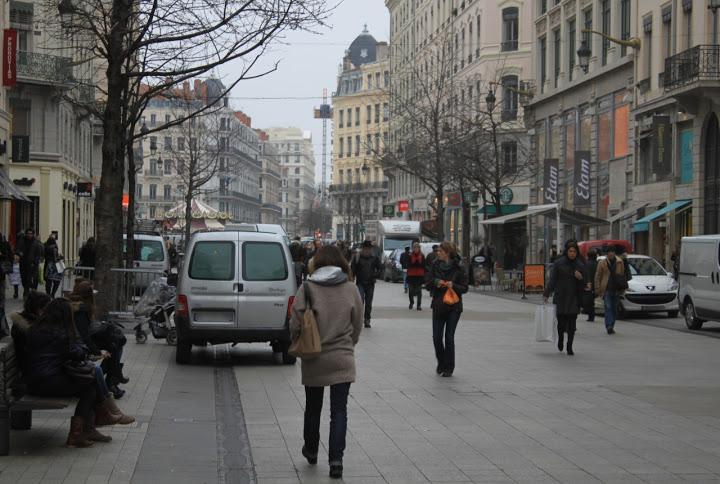 Rhône : la plupart des centres commerciaux et magasins ouverts durant le pont