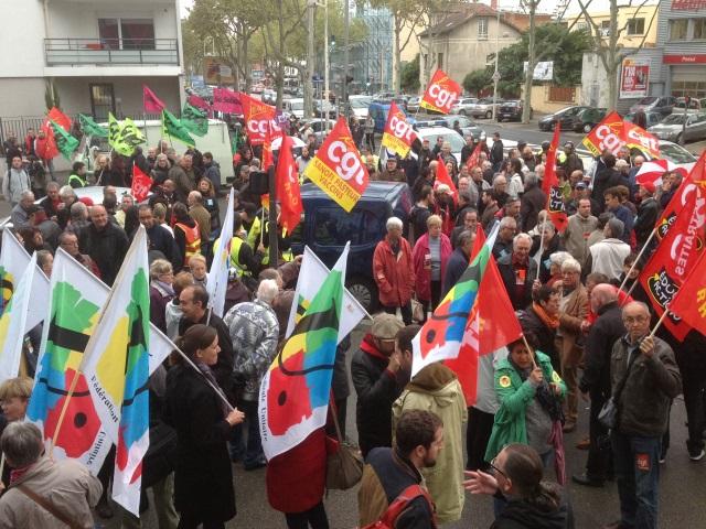 Réforme des retraites : 400 personnes rassemblées devant le Medef du Rhône