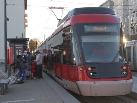 Avec près de 120 000 passagers en un mois, le Rhônexpress bat son record de fréquentation