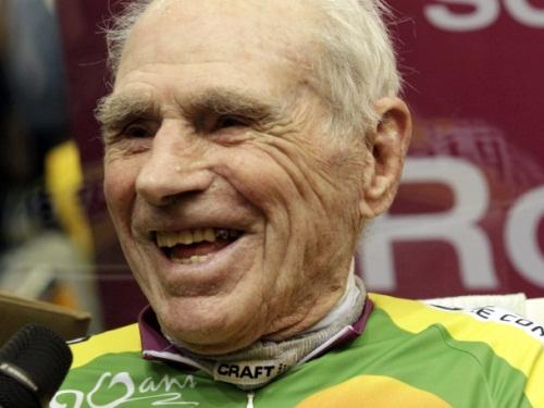 Vélo : le centenaire Robert Marchand tient son record à Lyon !