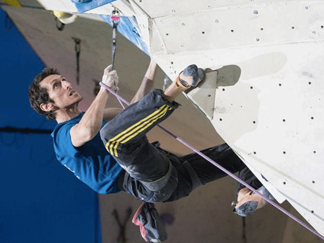 Lyon : Romain Desgranges, champion du monde d'escalade, présent à Confluence pour un show