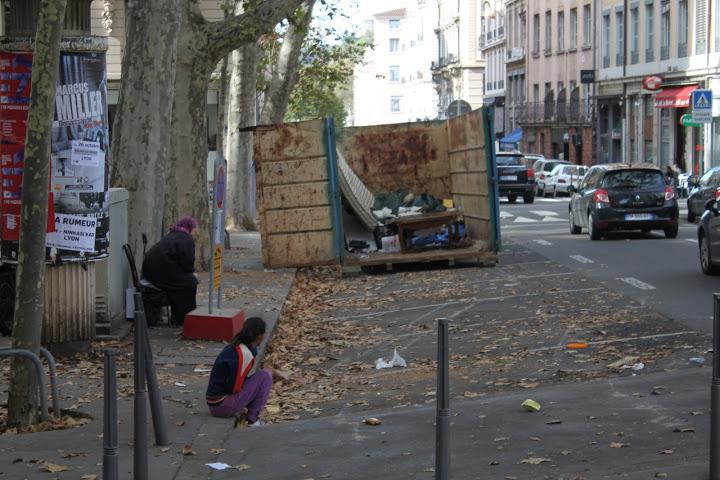 """Valls promet des expulsions de Roms : """"S'ils avaient été Qataris, on leur aurait ouvert les portes"""""""