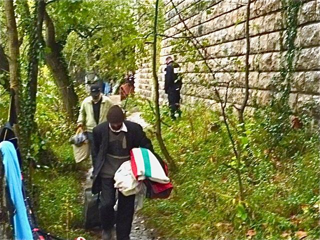21 Roms ont été évacuées d'un camp situé sous le Pont de Lattre de Tassigny