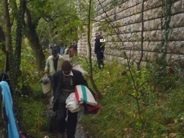 Des Roms installés le long du parc des Droits-de-l'Homme à Villeurbanne