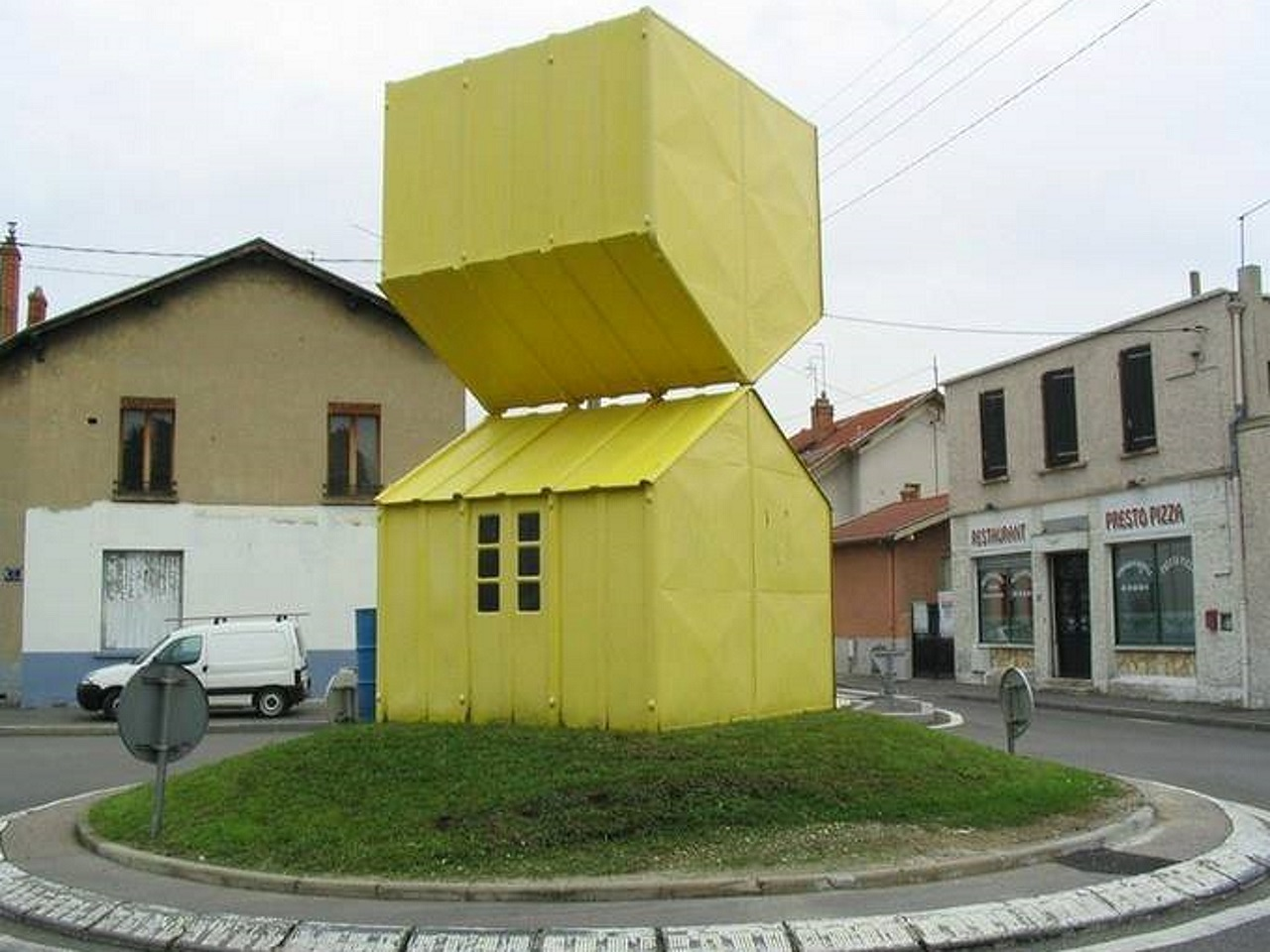 Les deux maisons de villeurbanne d sign rond point le for Les maisons en france