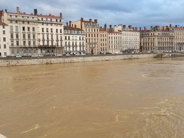 Lyon : la Saône toujours sous surveillance