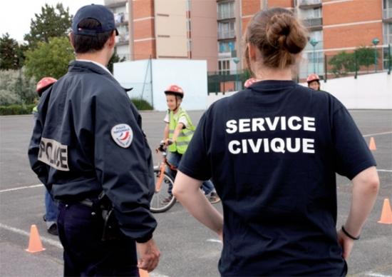 """Rhône : le """"service civique universel"""" pour les jeunes instauré en juin"""