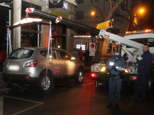 La police a commencé d'évacuer les voitures dans le secteur de la Part-Dieu - LyonMag.com