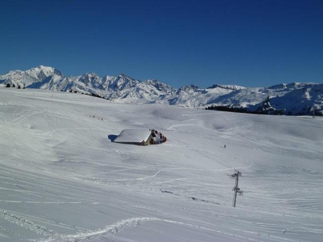 La neige se fait encore attendre dans les stations de ski des Alpes