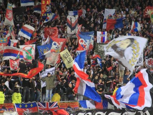 Bataille rangée entre Lyonnais et Grenoblois dans le stade de Saint-Priest