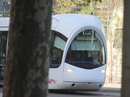 Une voiture est entrée en collision avec un tram lundi soir à Lyon