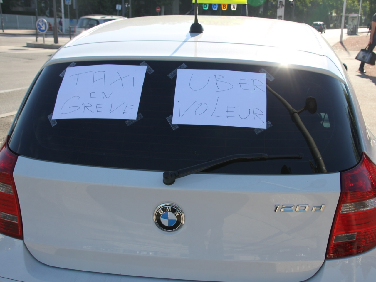 Des tensions entre les taxis et les UberPop- LyonMag