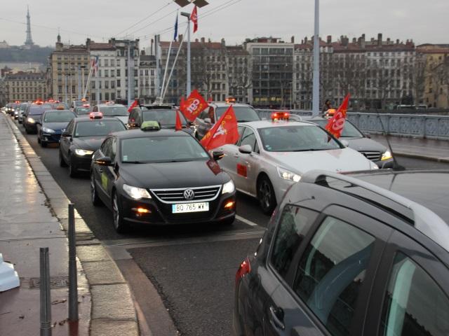 200 taxis ont manifesté dans Lyon ce lundi