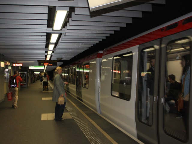 Lyon : un septuagénaire chute sur les voies du métro, la ligne A interrompue