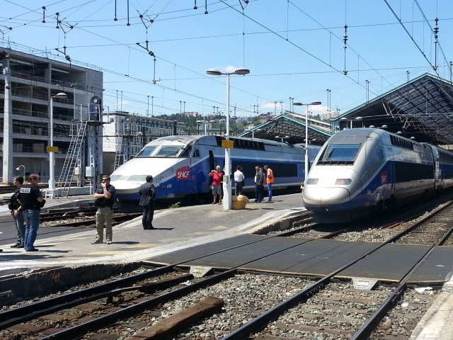 Grève à la SNCF : les cheminots de Lyon bloquent un TGV à Perrache