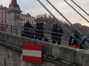 Une des interpellations, passerelle Saint-Georges (Photo LyonMag.com)