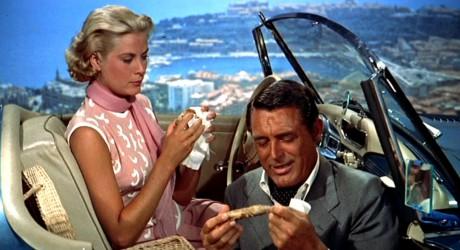Grace Kelly et Cary Grant sur les hauteurs de Monaco, à l'époque où l'actrice n'était pas encore princesse (ici dans La Main au collet) - DR