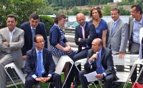 Accompagné par les maires de Saint-Etienne Maurice Vincent et de Villeurbanne Jean-Paul Bret, François Hollande a été reçu à l'Hôtel de Région par le Président de Rhône-Alpes Jean-Jack Queyranne © Lyon Mag