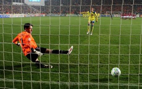 L'OL, finaliste de la Coupe de la Ligue et demi-finaliste de la Coupe de France, devra se montrer efficace aux tirs au but s'il ne veut pas revivre le cauchemar de Nicosie (photo) - AFP
