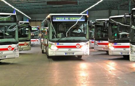 Bus TCL au sortir du dépôt - LyonMag