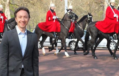 Stéphane Bern, amoureux de la monarchie britannique - DR