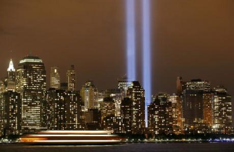 Il y aura dix ans jour pour jour dimanche que quatre attentas-suicides frappaient le coeur de l'Amérique. Aujourd'hui, le deux deux tours du World Trade Center laissent place à deux faisceaux lumineux - DR