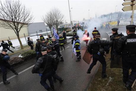 Les pompiers face aux forces de l'ordre