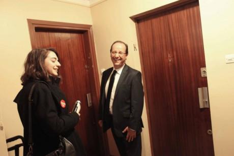 François Hollande a participé aux opérations de porte à porte pour défendre sa candidature à la présidentielle - Photo Le Parisien - DR