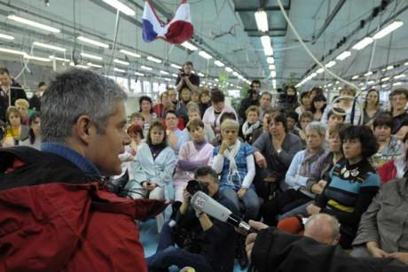 Laurent Wauquiez, maire du Puy-en-Velay, devant les salariés de Lejaby - DR