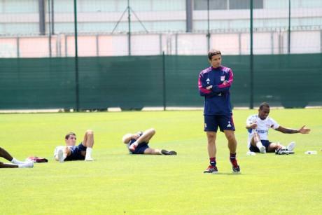 Rémi Garde avec ses joueurs à l'entrainement - LyonMag