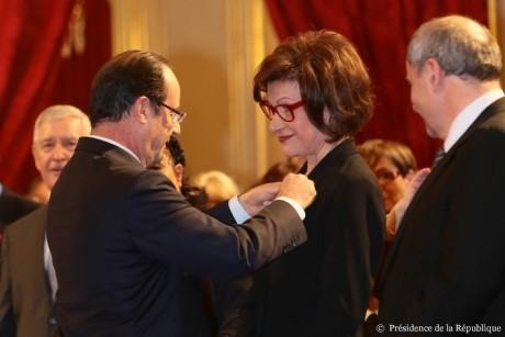 Claudia Stavisky lors de la cérémonie de remise des insignes de la Légion d'honneur
