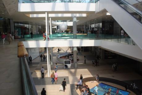 Le pôle de commerces et de loisirs de Confluence pour le premier jour des soldes - LyonMag