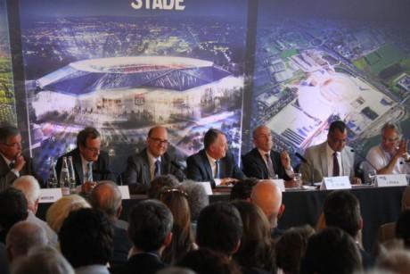 Pierre Moscovici, Jean-Michel Aulas et Gérard Collomb lors de la conférence de presse mardi - LyonMag