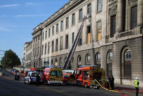 Le feu s'est déclaré dans les combles de l'Hôtel-Dieu - LyonMag