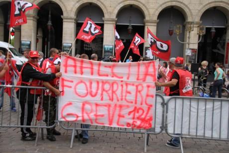 Une vingtaine d'agents de la Fourrière se sont rassemblés devant les grilles de l'Hôtel de Ville - LyonMag