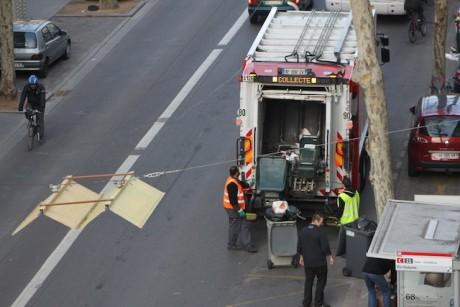 Les camions assurent leur tournée vendredi matin avenue Felix Faure à Lyon - LyonMag