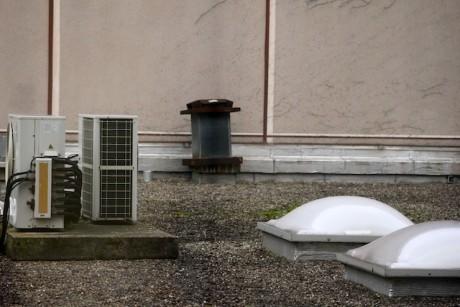 Le conduit d'aération sur le toit-terrase de l'immeuble du 94 rue Servient à Lyon où a été retrouvé lundi le corps - LyonMag