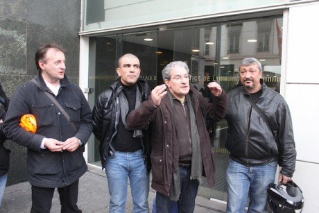 Les représentants des syndicats devant le TGI de Lyon mercredi en fin d'apèrs-midi - LyonMag