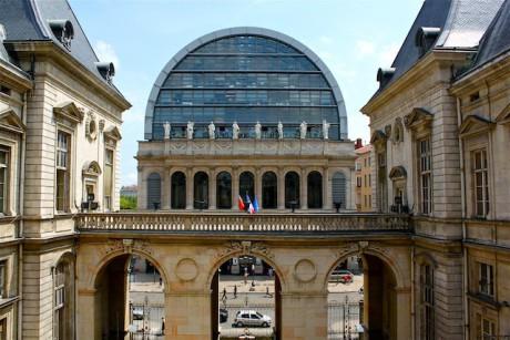 L'Opéra de Lyon, vu depuis la cour de l'Hôtel de Ville - LyonMag