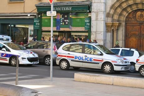 La police devant la bijouterie braquée mercredi matin - LyonMag - DR