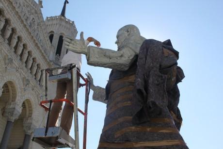 La statue de Jean-Paul II sur l'esplanade de la basilique de Fourvière, dévoilée, mardi à midi - LyonMag