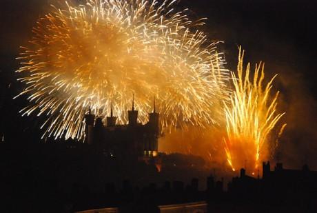 Le feu d'artifice embrase la colline qui prie à Lyon - Photocompétition - Gto26