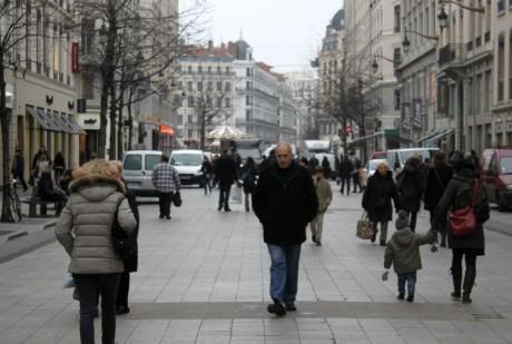 La rue de la République, principal axe commerçant de Lyon - LyonMag