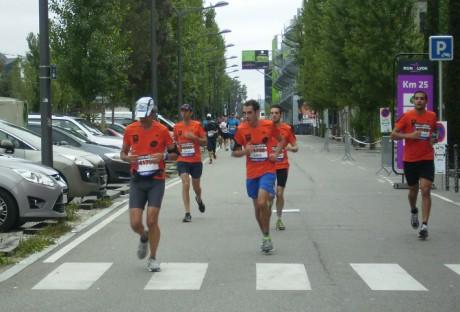 Les coureurs du marathon dans le secteur de Confluence - LyonMag.com