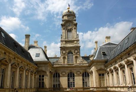L'Hôtel de Ville  de Lyon, vu depuis la cour d'honneur - LyonMag