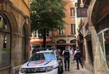 Le secteur a été bouclé ce vendredi après-midi le temps de l'intervention du Raid - LyonMag
