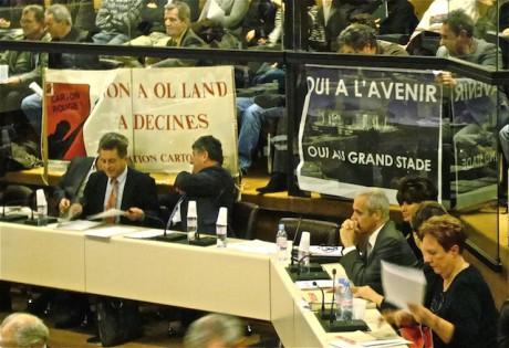 Opposants et partisans du Grand Stade de l'OL se font face jusque dans les assemblées locales (ici au Grand Lyon) - DR