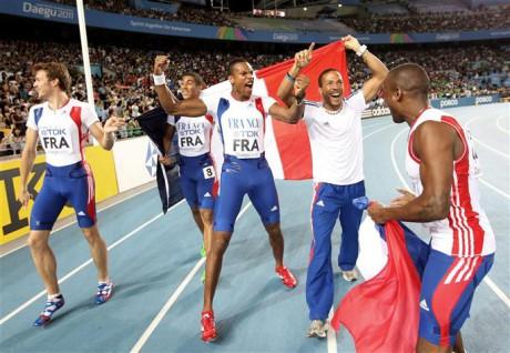 Emmanuel Biron, à droite, en survêtement - Photo AFP/DR